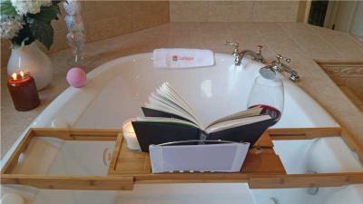 Bath Tray & Bath Bombs